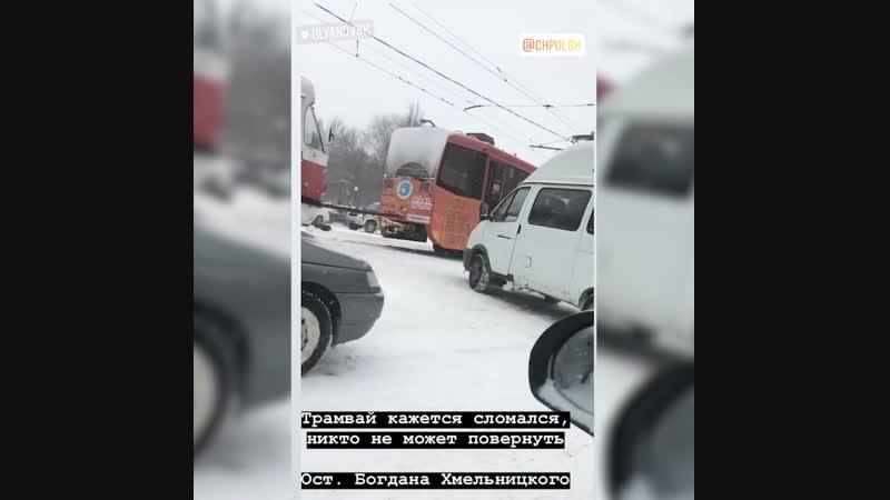 В Ульяновске трамвай заблокировал проезд по перекрестку