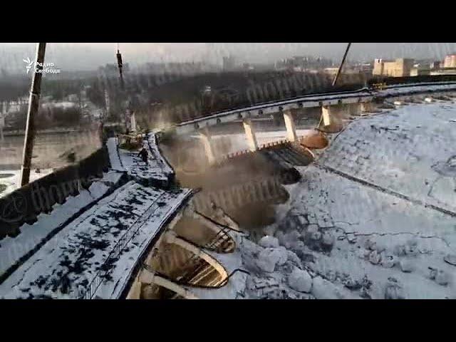 Причины: В Петербурге при демонтаже рухнули стены и крыша СКК. Погиб рабочий