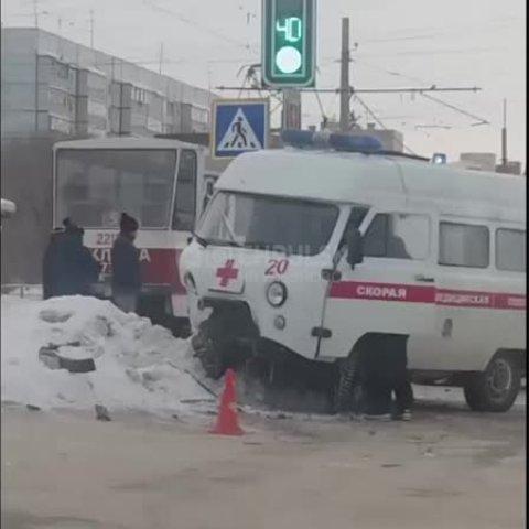 ДТП со скорой. Три человека пострадали