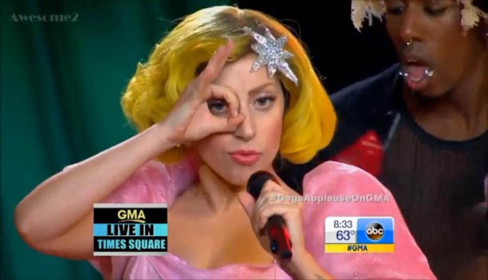Видеоклип: Lady Gaga - Applause (OZ Style) - GMA (Live)
